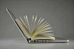 Buch und Laptop