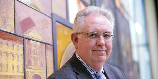 Porträt Sir Mark Caulfield