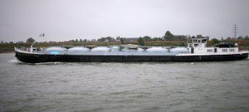 Gastanker auf dem Rhein