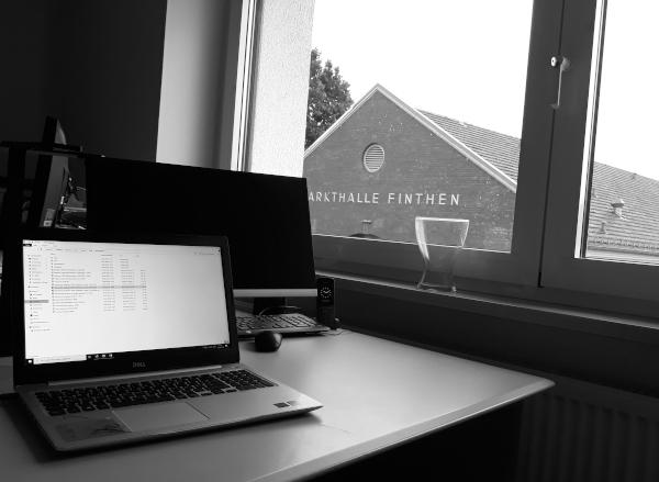Blick aus dem Fenster auf die Markthalle von Mainz-Finthen