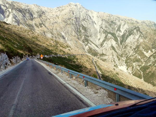 Endlich wieder möglich : AbenteuerOsten auf engen Wegen im Balkan