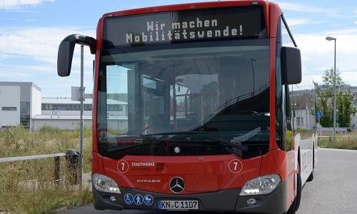 """Linienbus zeigt Schriftzug """"Wir machen Mobilitätswende!"""""""