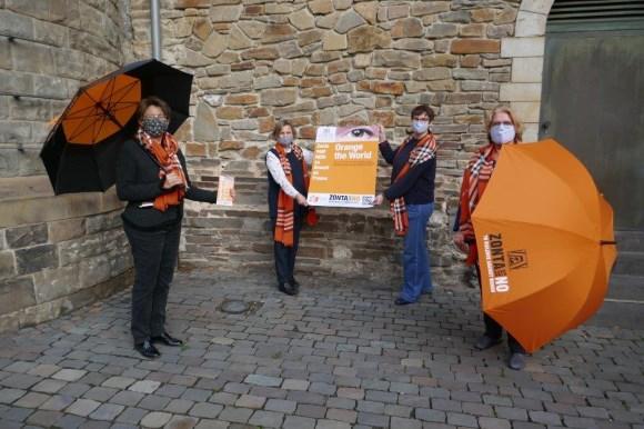 Organisationsteam Orange your City2020: von links nach rechts Walburga Liegl, Elisabeth Auchter – Mainz ( Zonta Aachen) Sabine Bausch, Heidemarie Ernst ( Stadtverwaltung Aachen) Foto: Zonta Club Aachen