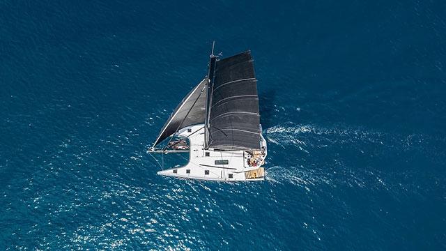 McConnaghy 52 bei ersten Segeltests auf dem Mittelmeer mit cat sale