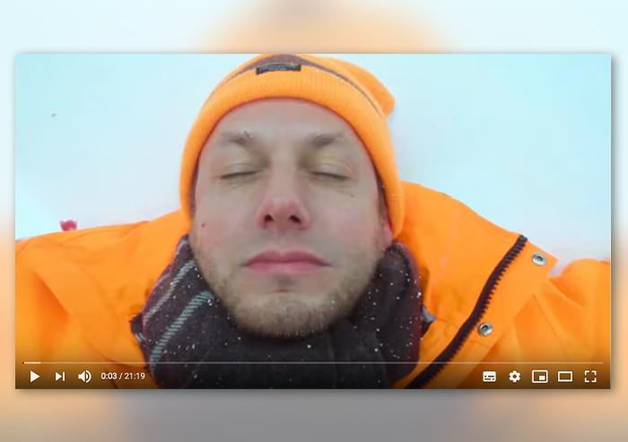 Screenshot aus Video: Mann mit Mütze