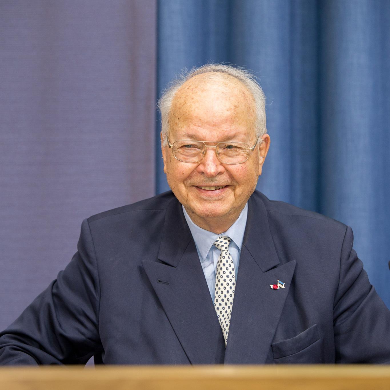 Dr. Herbert B. Schmidt