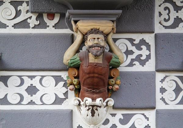 Skulptur am Stadtmuseum in Erfurt