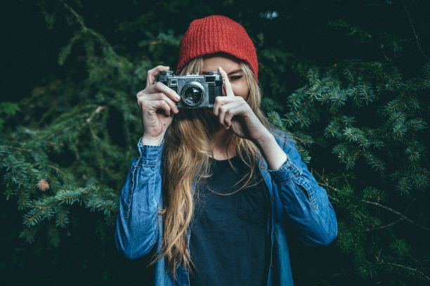 Frau macht ein Foto