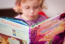 Heranführung an Bücher hat in der Kita hohen Stellenwert.  Foto: www.lichtemomente.net, Wiebke Ostermeier