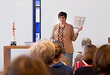 Claudia Costa von der Kita-Fachberatung beim Diakonischen Werk in Niedersachsen führt in das Thema ein. Foto: Stefan Heinze
