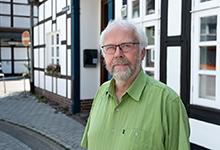 Holger Hornbostel vor der Tageswohnung. Foto: Stefan Heinze