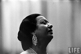 """Foto: Wikipedia: """"Umm Kulthum in Life Magazine, 1962"""""""