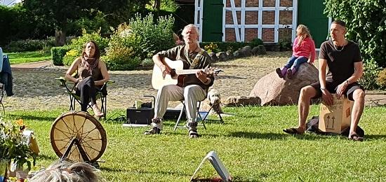 Canto-Singkreis im Freien mit Thomas Jüchter