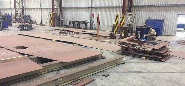 Stahlarbeiten am Schwimmkörper