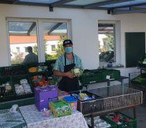 Lebensmittelausgabe im Freien: Quelle: Tafel Bernau e.V.