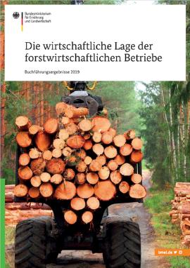 Titelblatt der Broschüre: Holzstämme werden auf einen Anhänger beladen